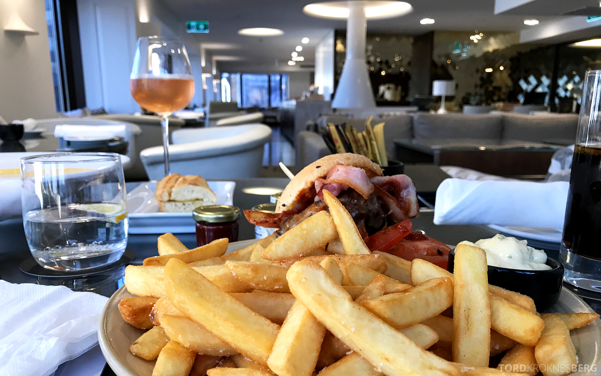 InterContinental Wellington Club Lounge hamburger