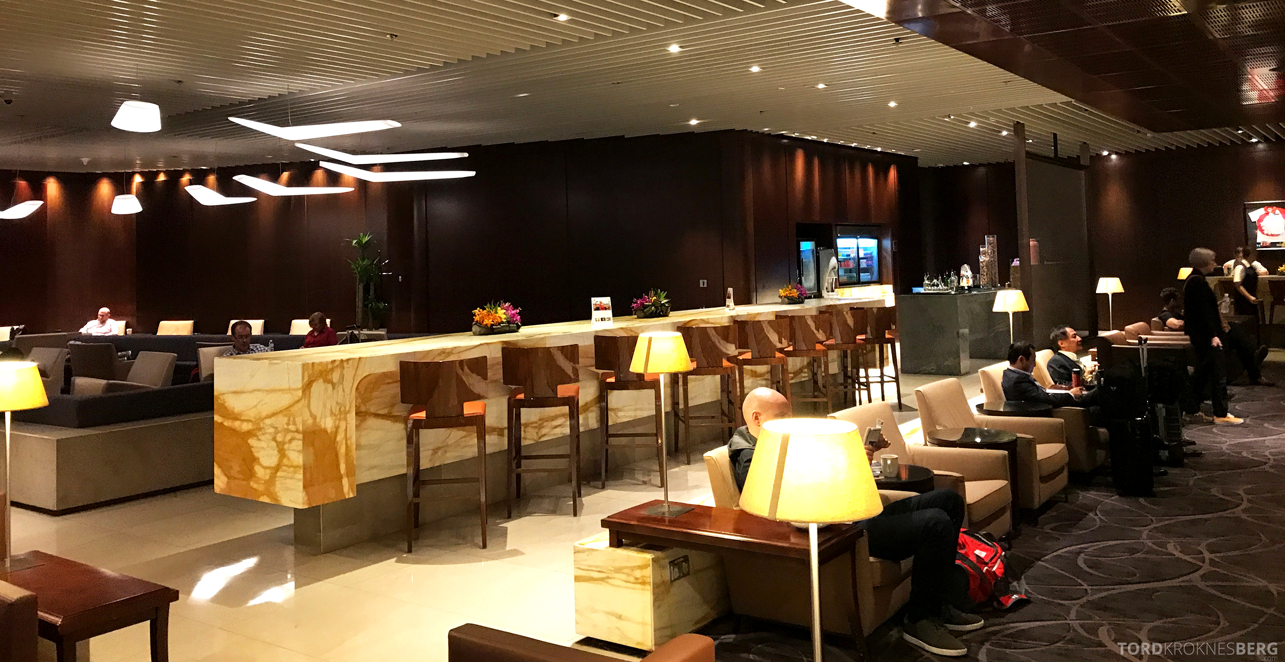 Singapore Airlines SilverKris Lounge bar