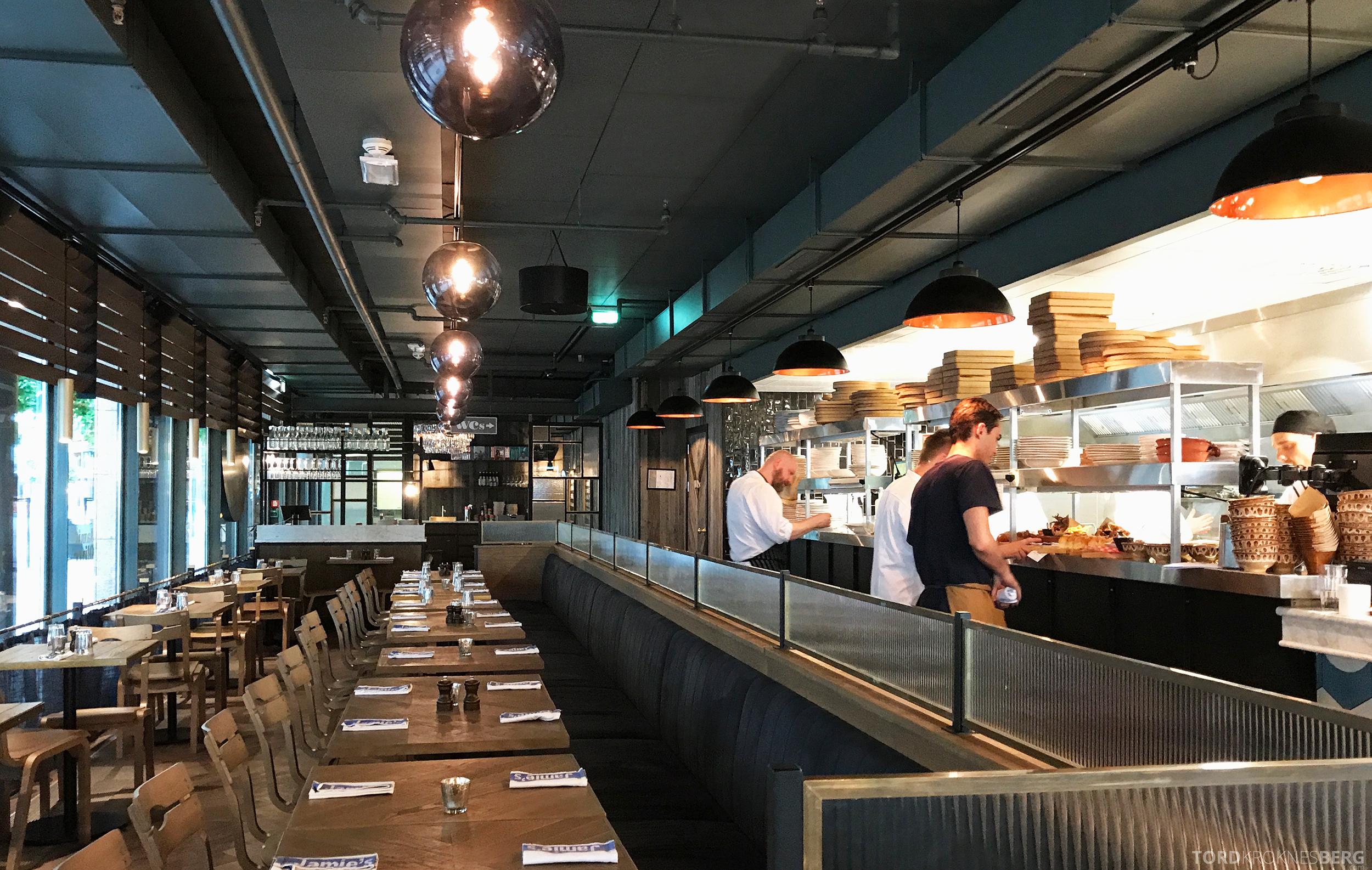Jamie's Italian Aker Brygge Oslo åpent kjøkken