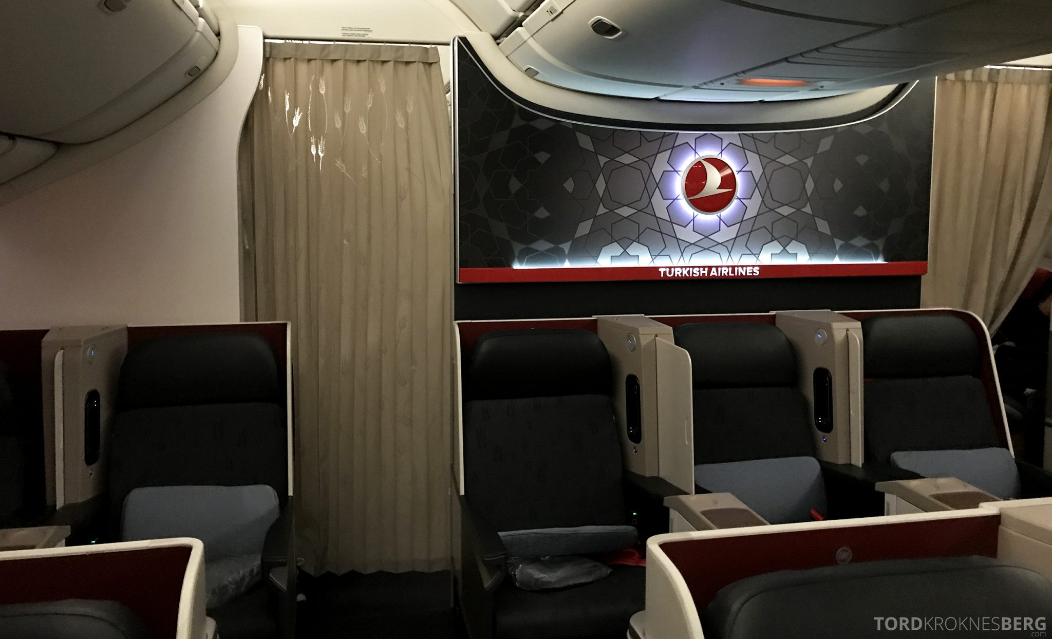 Turkish Airlines Business Class Istanbul Jakarta gardin