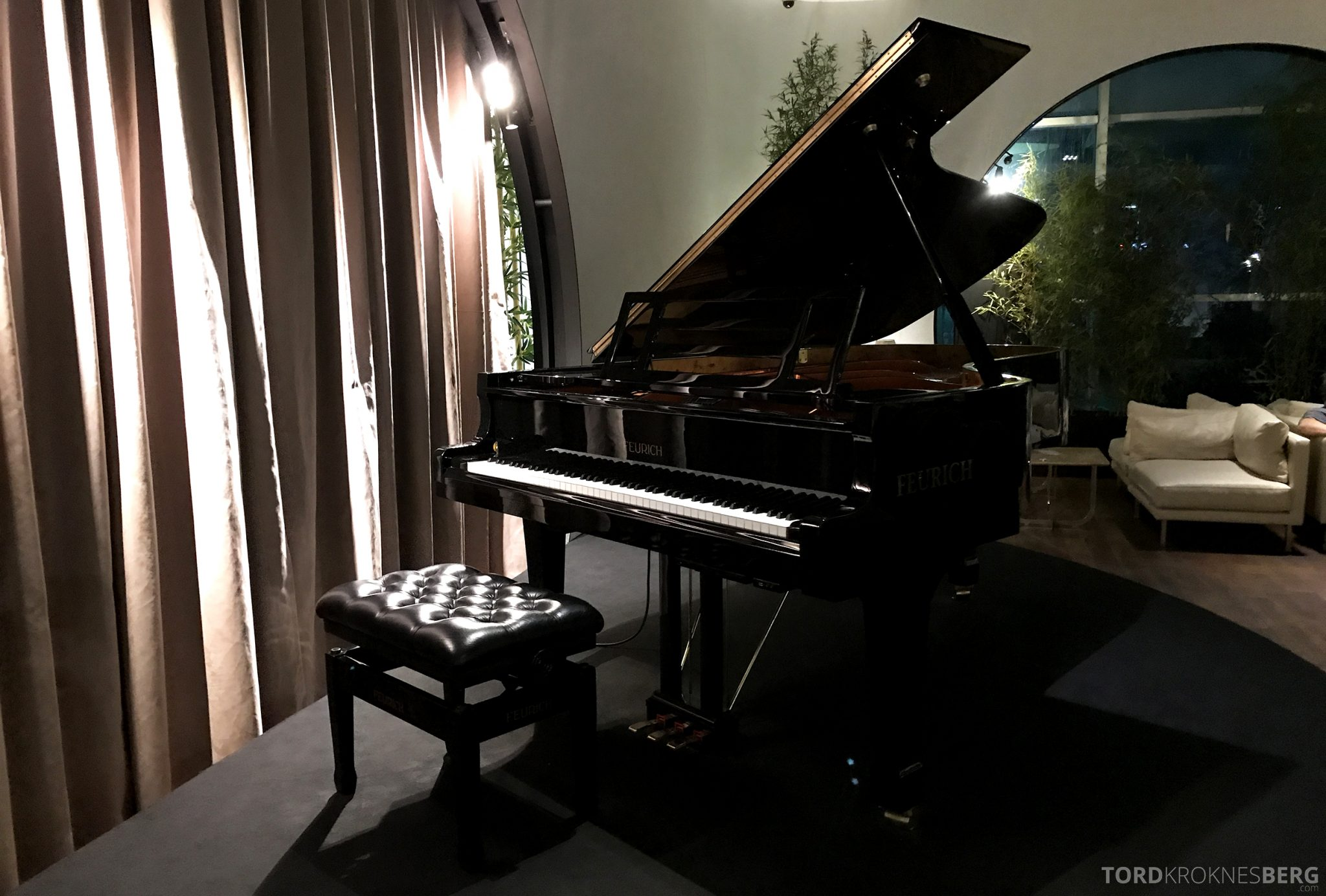 Turkish Airlines CIP Lounge Istanbul piano