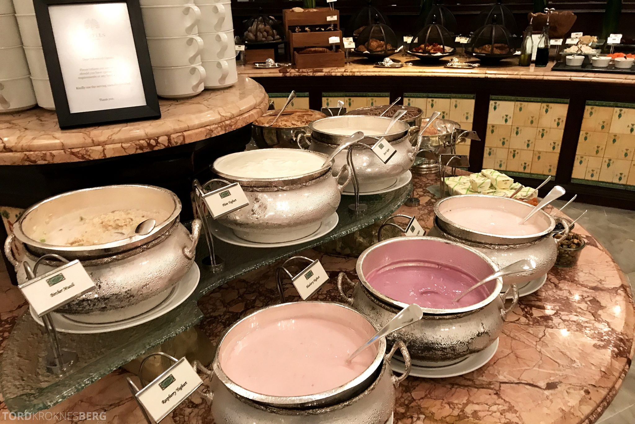 Raffles Hotel Singapore frokost yogurt