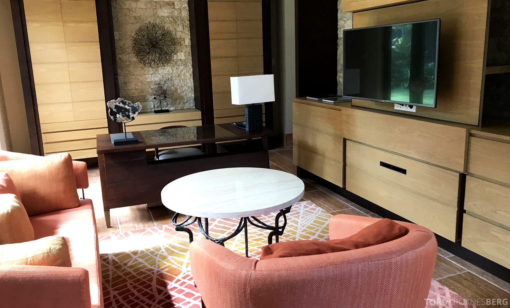 Ritz-Carlton Bali Suites presidential suite sofakrok