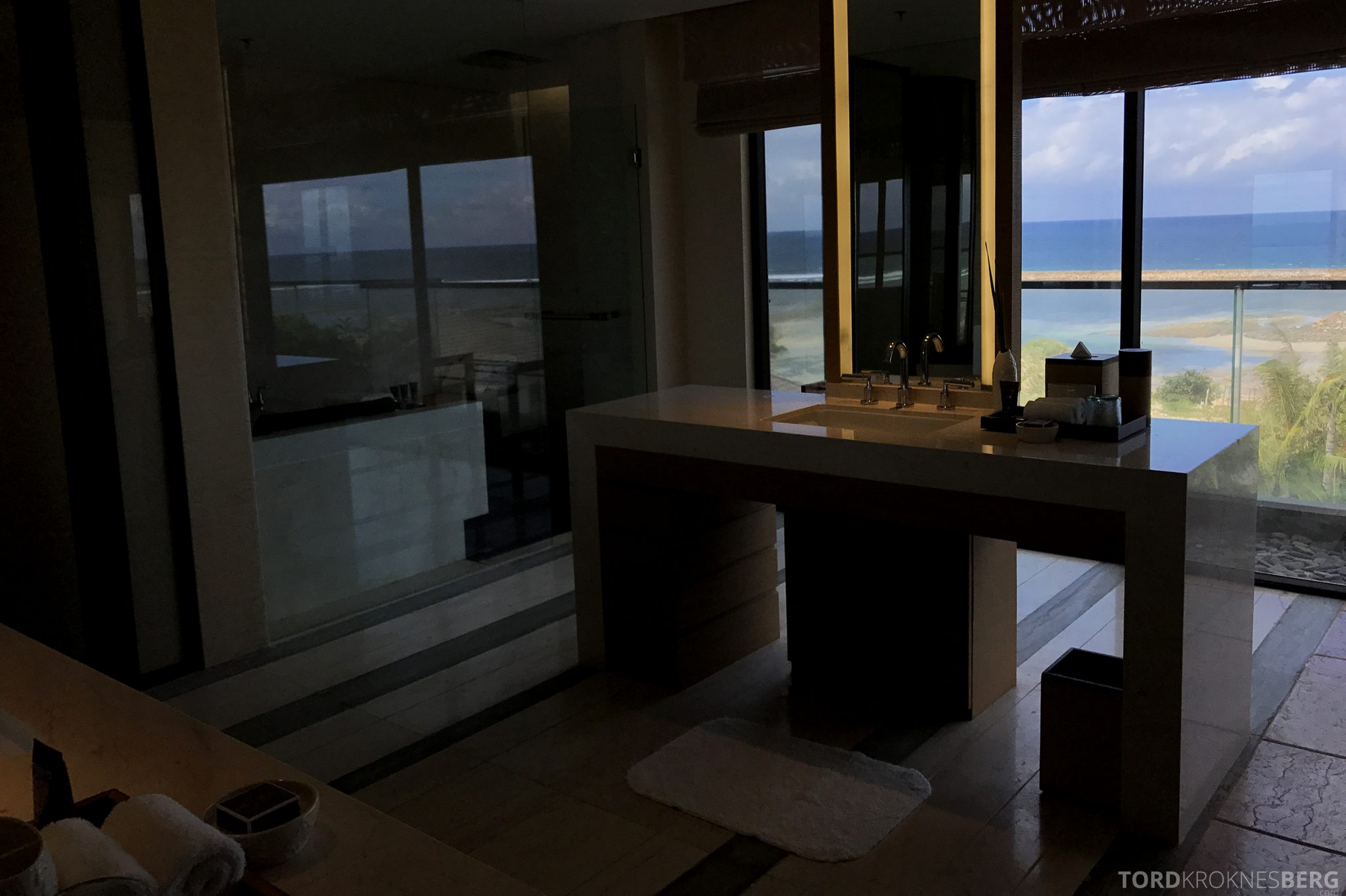 Ritz-Carlton Bali Suites sky villa bad