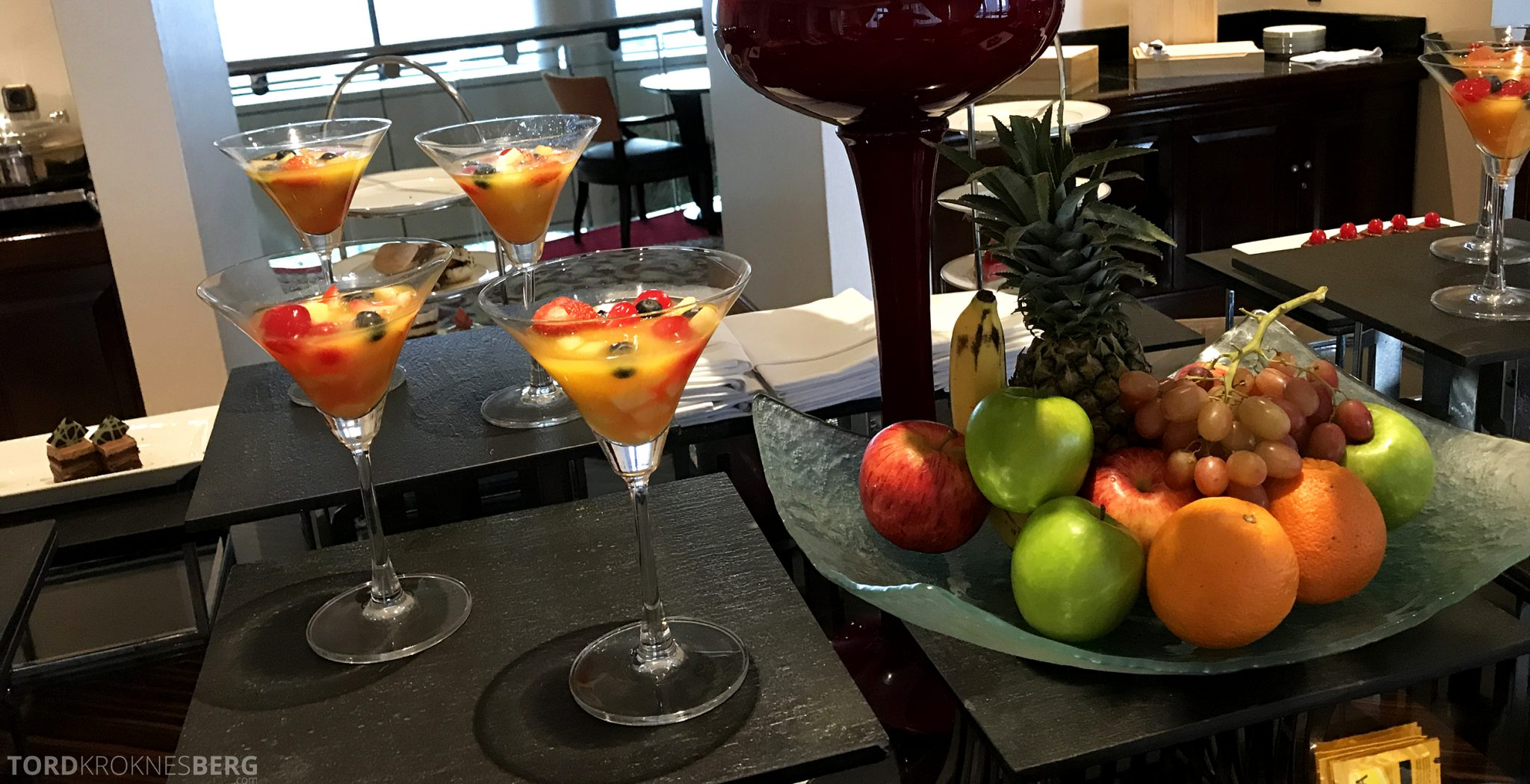 Ritz-Carlton Jakarta Club Lounge drink afternoon tea