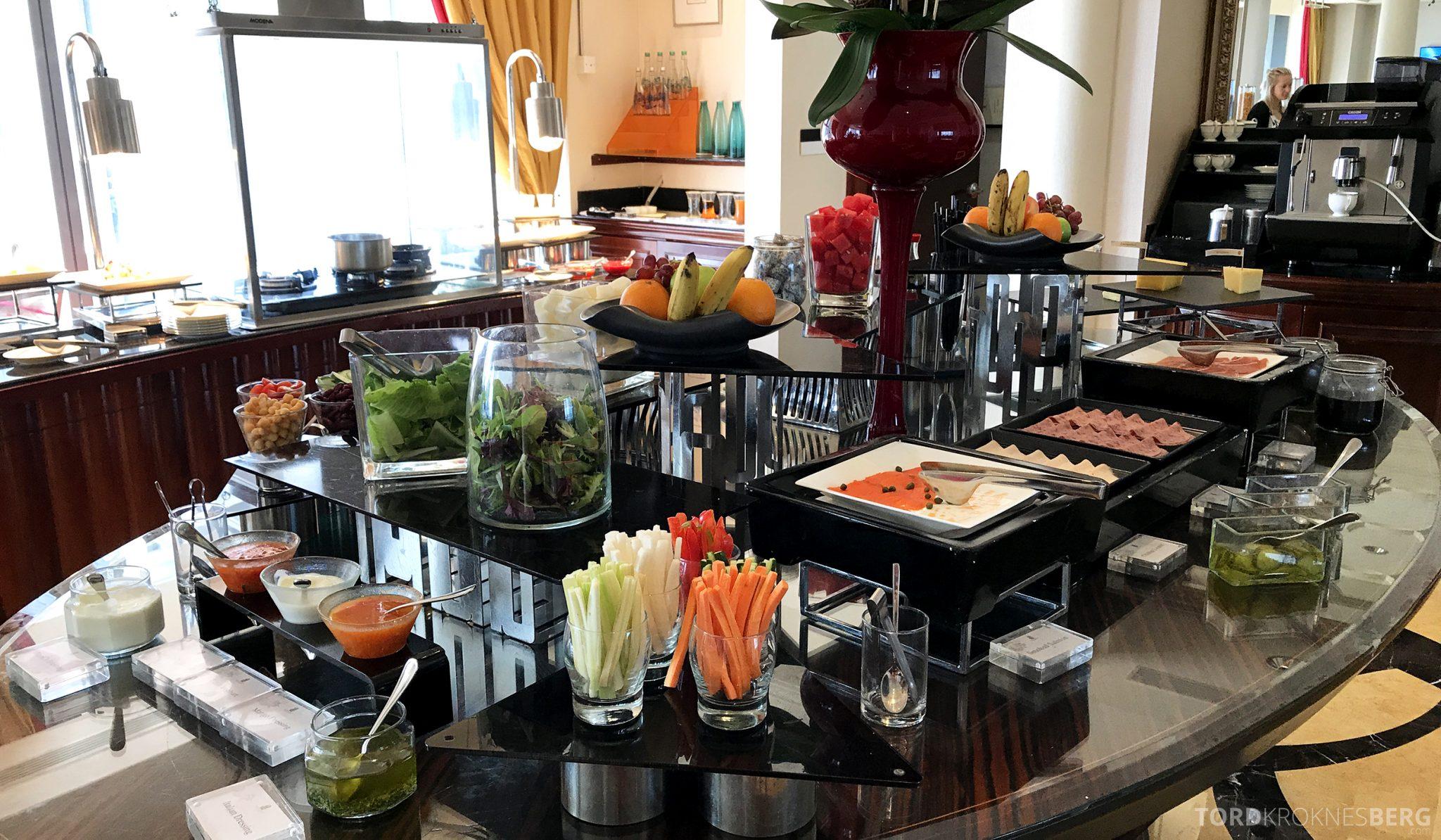 Ritz-Carlton Jakarta Club Lounge frokostbuffet