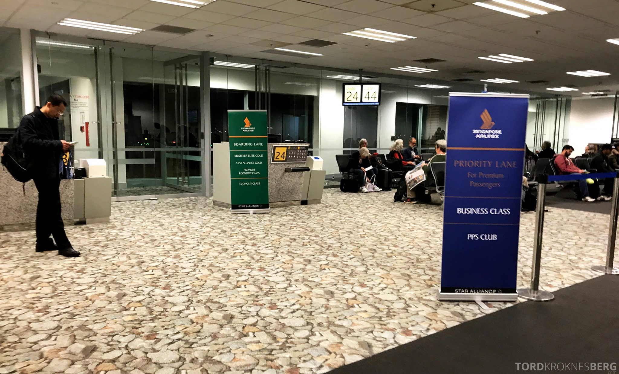 Singapore Airlines Business Class Wellington Canberra Changi gate
