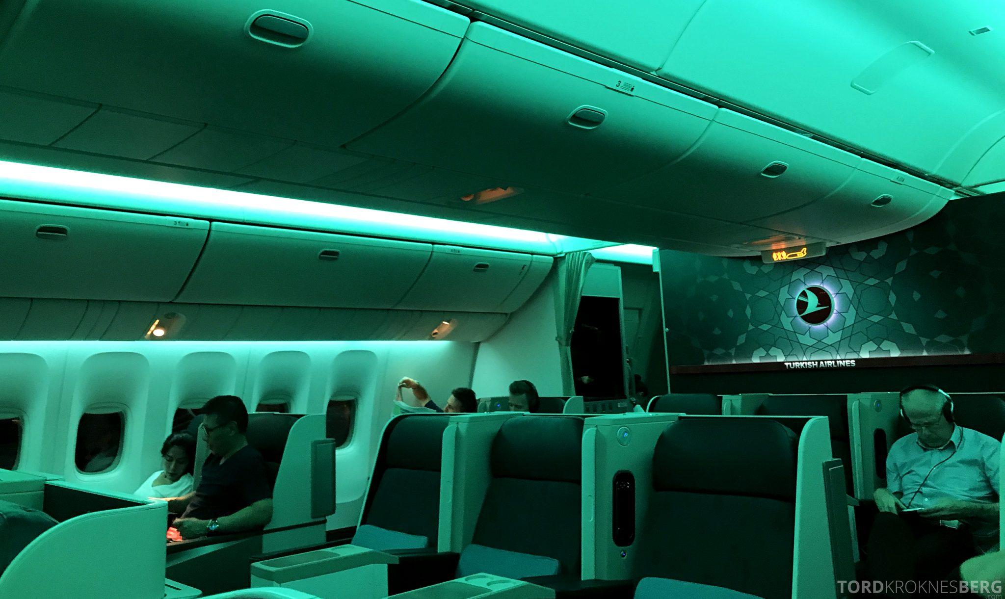 Turkish Airlines Business Class Jakarta Istanbul kabin lys