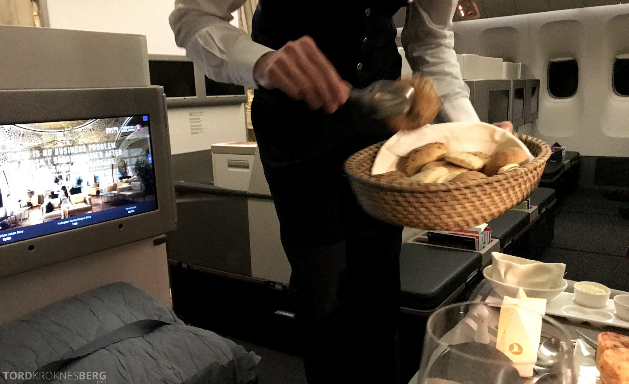 Turkish Airlines Business Class Jakarta Istanbul brød
