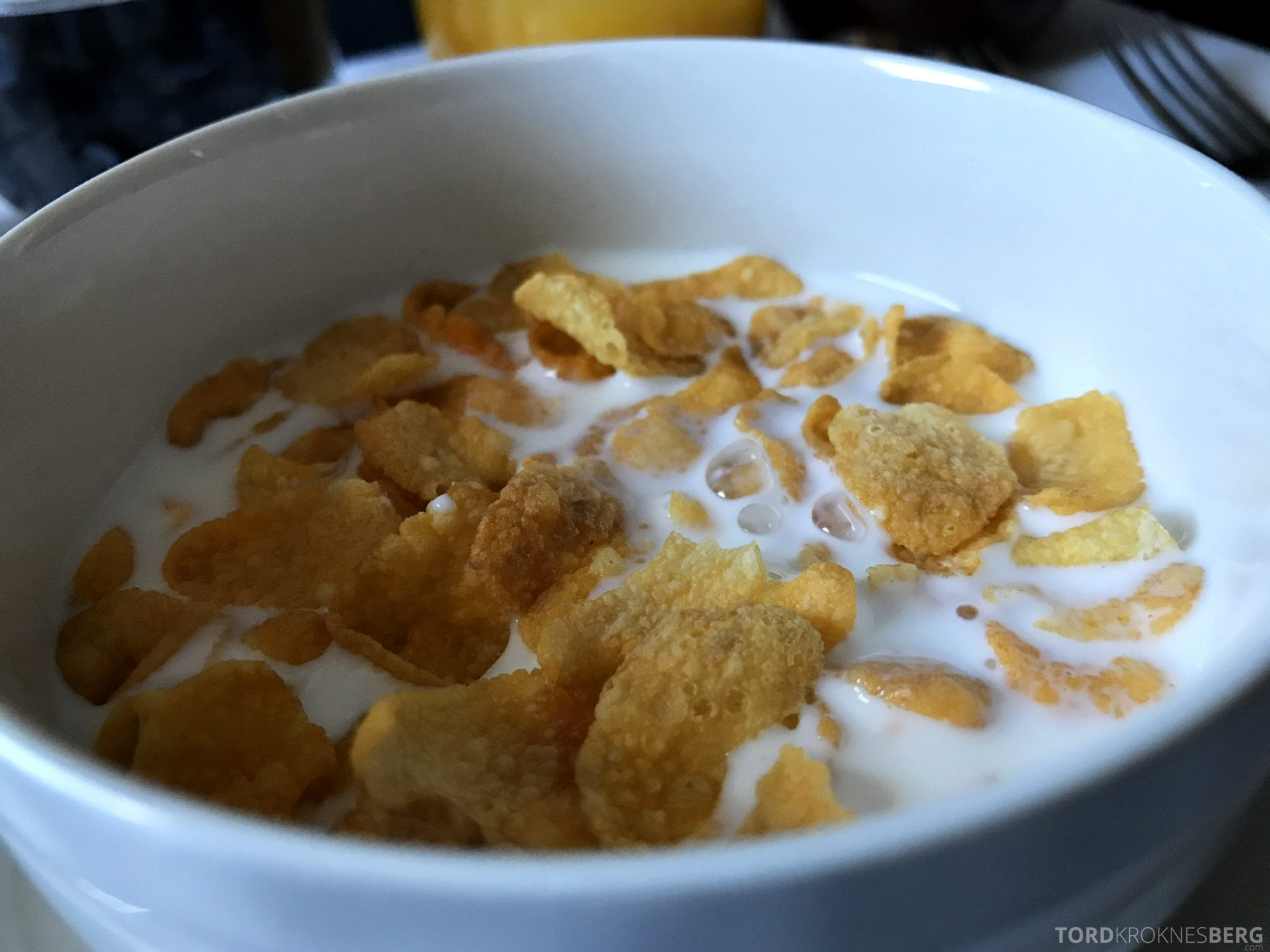 Singapore Airlines Business Class Moskva Stockholm frokost corn flakes